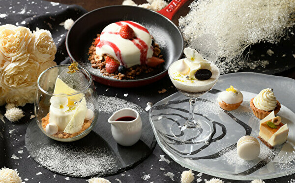 純白のデザートはクリスマスにも◎みなとみらい「アニヴェルセルカフェ」で華やかな冬限定フェアが始まります♩