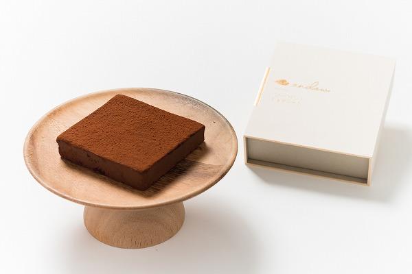 """これ1つで必要な栄養が全部とれる""""チョコレート""""があるの…?「完全食生チョコ」は罪悪感なく食べられそう◎"""
