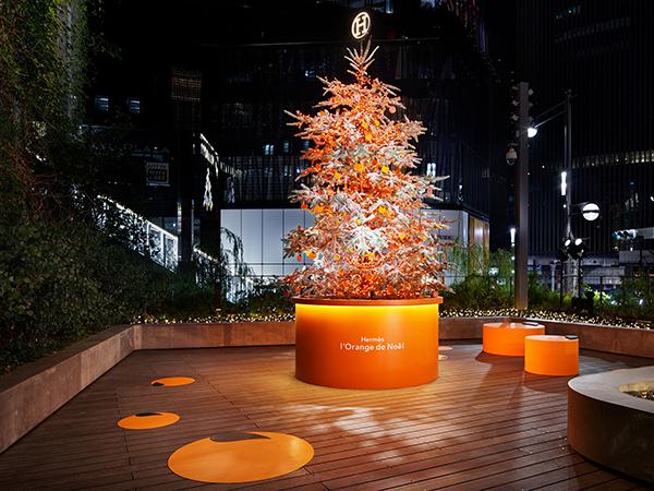 Ginza Sony Parkで開催中の「エルメスのオレンジクリスマス」。スペシャルメニューを提供するカフェも登場