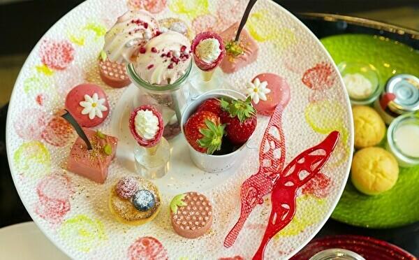 イチゴ畑のティータイムがテーマ!ザ・プリンスギャラリーの大人かわいいアフタヌーンティーがイチゴづくしに♡