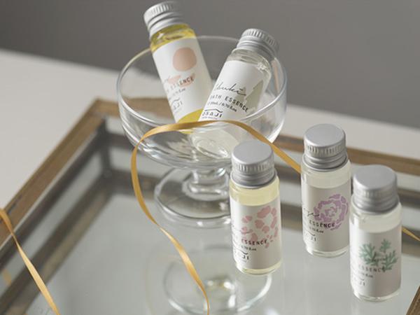OSAJIから5種類の香りを楽しめる「バスエッセンスセット」が登場。お風呂好きな人へのギフトにいかが?