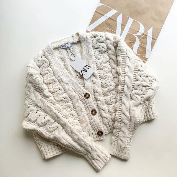 今買って正解なのは春になっても着られるZARAのカーディガンニット。デザイン、丈感、すべてが優秀でした