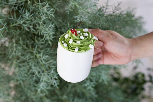 クリスマスらしいトッピングにキュン。「すすむ屋茶店」の渋谷明治通り店にホリデーシーズン限定ドリンクが登場