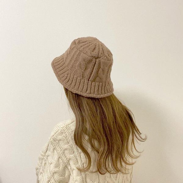セーターみたいなデザインにキュン。今年の冬は400円から手に入る「ニットバケハ」が見逃せないアイテムです