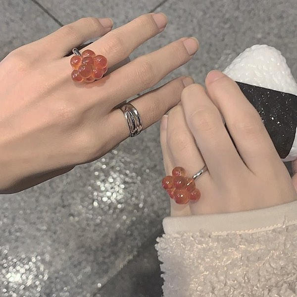 これでプロポーズはできません。ちょっぴりシュールな指輪ガチャ「おにぎりん具」がツボすぎるんです