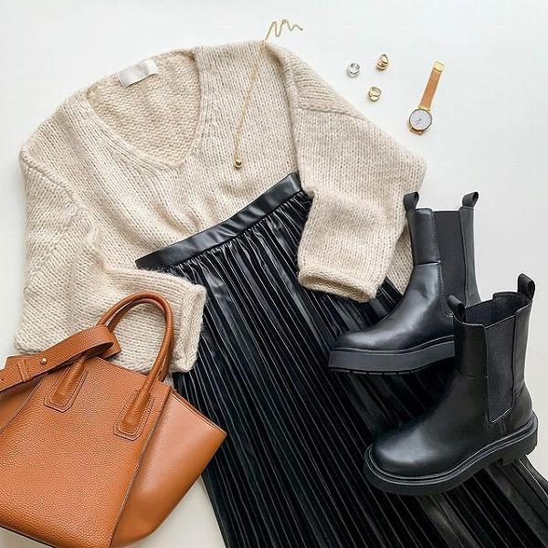 """GUの高見え""""レザープリーツスカート""""が590円…?履くだけで上品になれちゃうマストチェックアイテムなんです"""