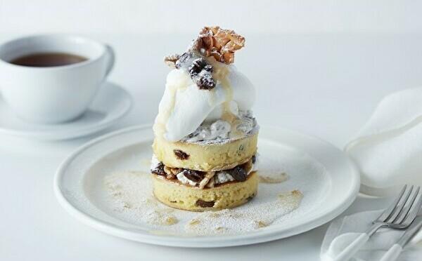 紅茶と楽しむホワイトラムレーズン×ブラックティラミスは珈琲と。J.S. PANCAKE CAFE、2つの限定メニュー
