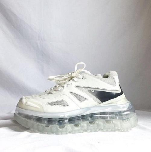 """手掛けたのはBALENCIAGA""""トリプルS""""のデザイナー。「Shoes53045」のすけすけソールに心奪われました"""