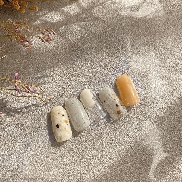 NEXTトレンドの「サンディネイル」。砂のようなつぶつぶ感がたまらないと、癖になる人が続出中なんです!