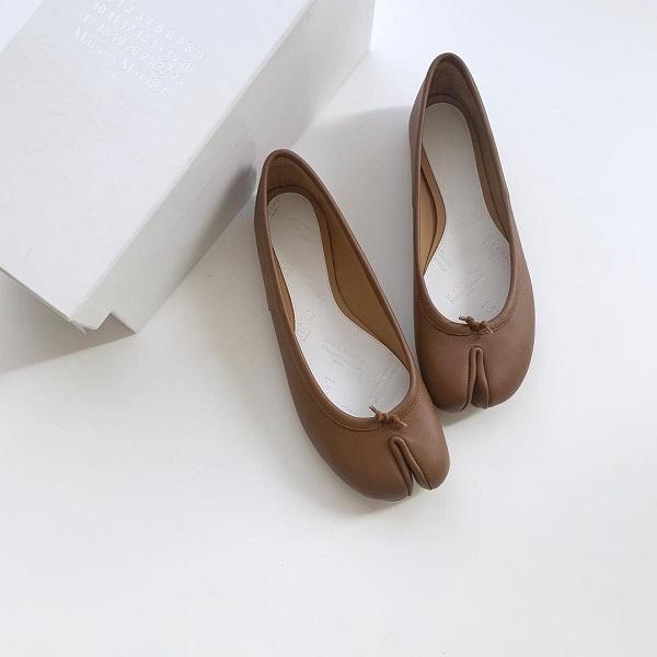 トレンドの「足袋バレエ」はどうコーデに取り入れたらいいの?今さら聞けないポイントをカラー別に解説