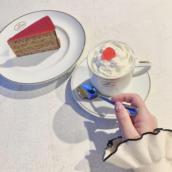 """テラスで味わう""""ザッハトルテ""""が格別。「カフェ ラントマン」で優雅なティータイムを過ごしてみない?"""
