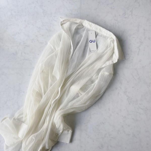 【GU】インナーにもアウターにも使える「シアーシャツ」が1490円に値下げ中!売り切れる前に要チェック