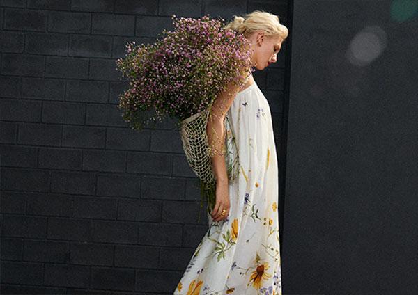 手描きのフローラルプリントがロマンティック。「H&M」の2021年春夏コレクションに注目です