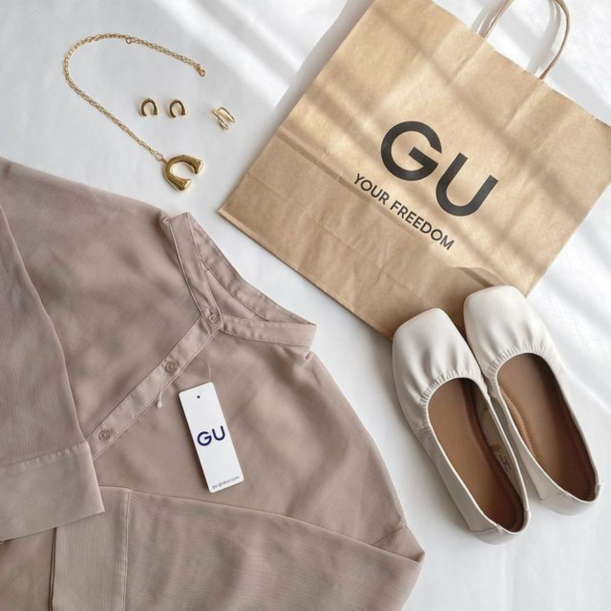 ユニクロとGUの「シアーシャツ」はどれをゲットする?暖かくなる前にチェックしたい7アイテムを比較しました