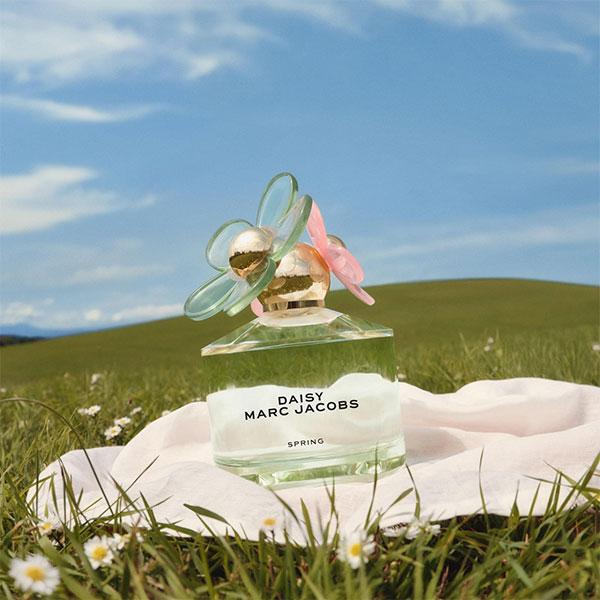 MARC JACOBSの人気フレグランス「DAISY」の新作が発売!爽やかなグリーンのボトルはファン必見です