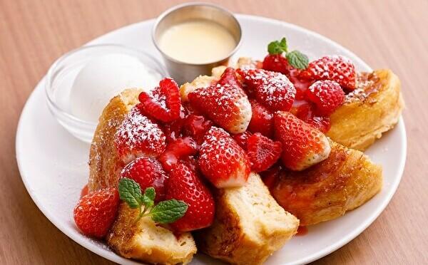 甘酸っぱいイチゴ×ランチにぴったりなお食事系もお楽しみ。アイボリッシュで春の限定メニューがスタートします