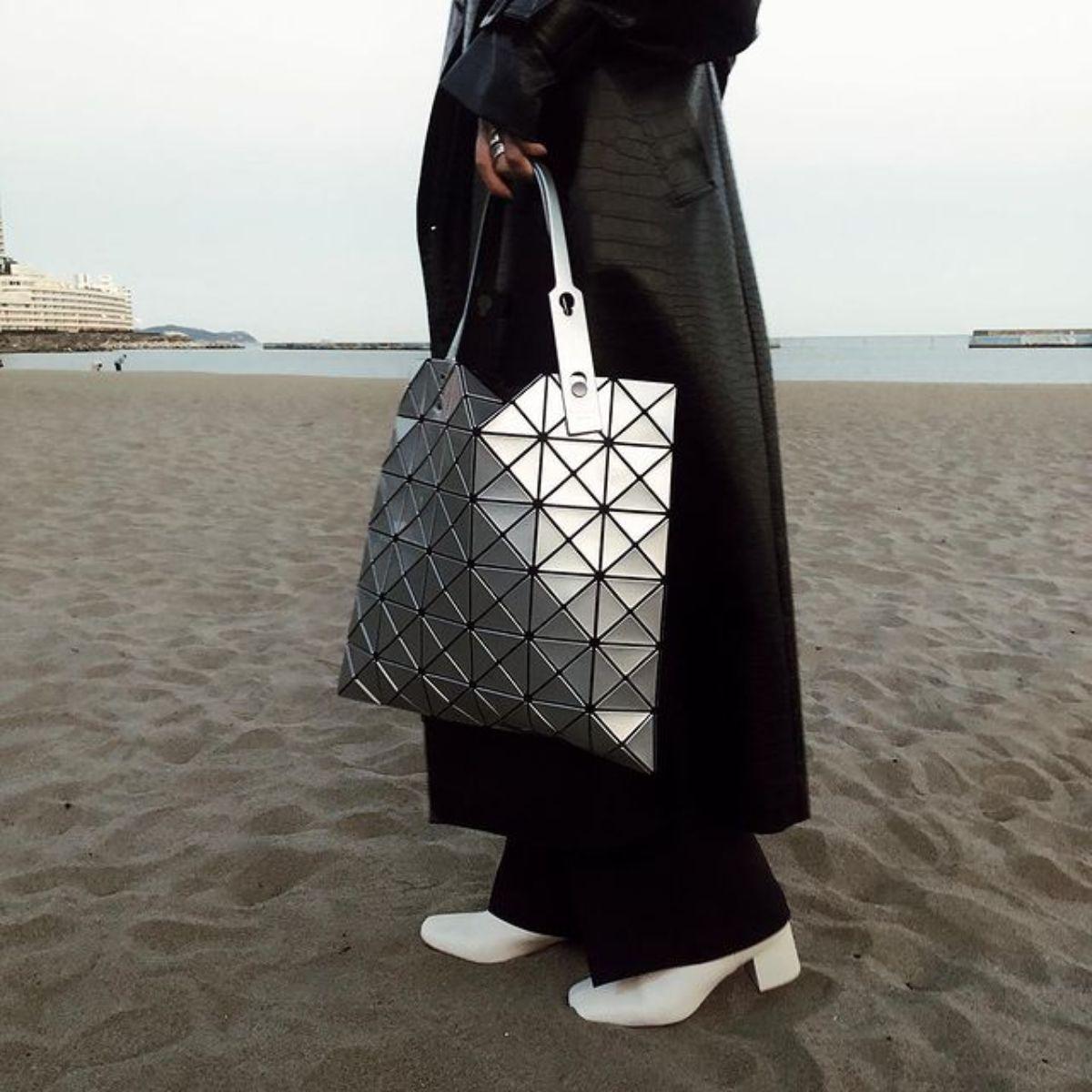"""""""おしゃれさんはみんな持ってる""""あのバッグが気になる。近未来フォルムの「バオ バオ イッセイミヤケ」の虜です"""