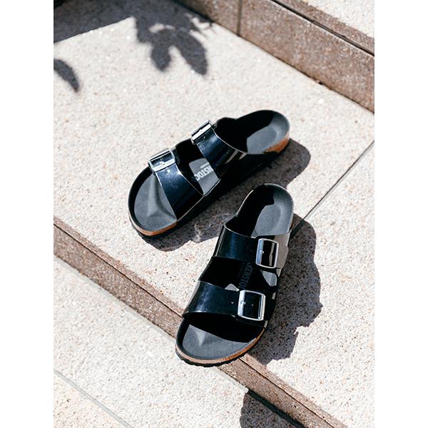 履きつぶすまで履きたい主役級サンダル。ビルケン×アーバンリサーチの別注、洗練ブラックの「ARIZONA」