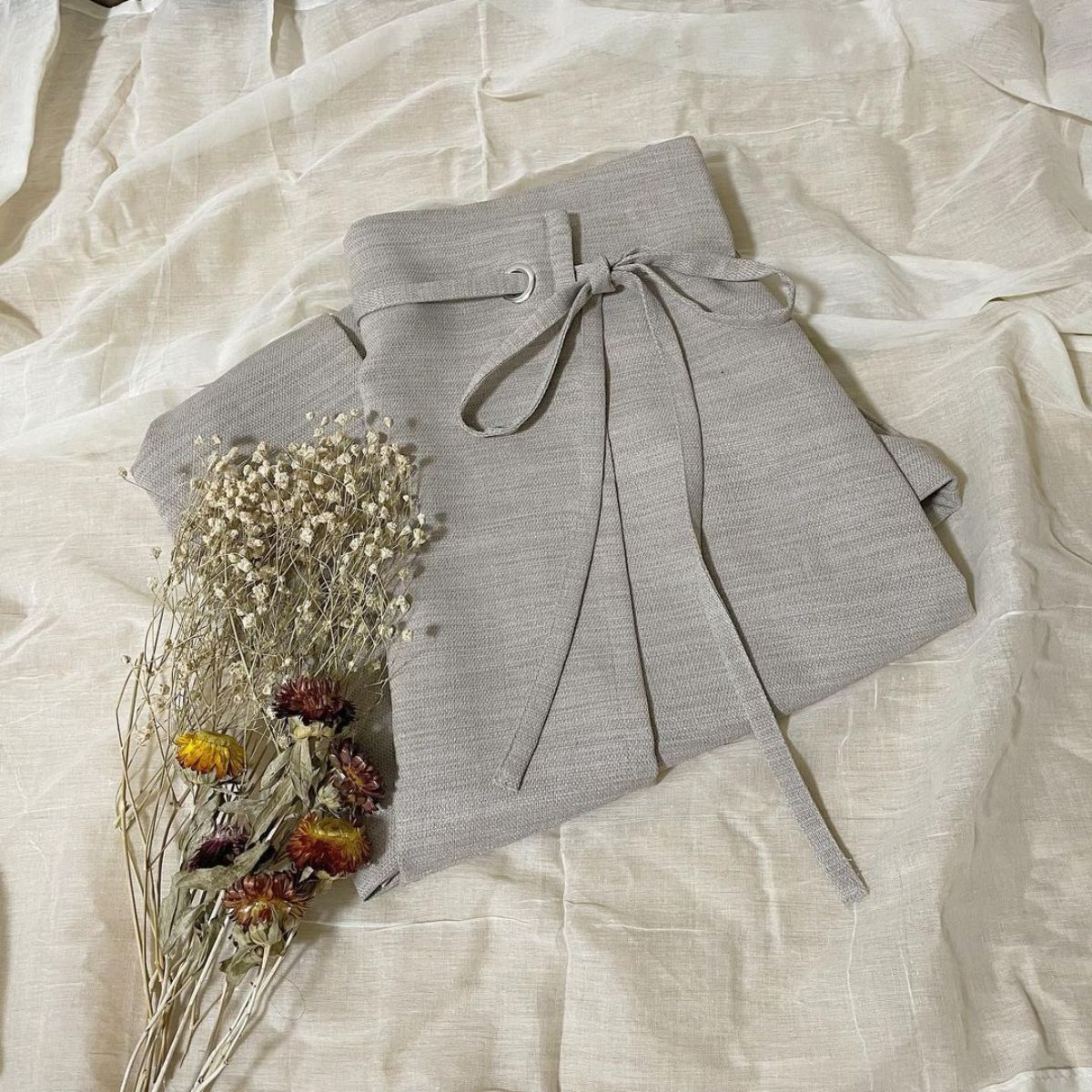 【GU】韓国っぽくてかわいいと話題沸騰中。細見えする「ラップナロースカート」で春のおしゃれコーデを