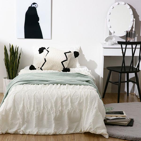 今年こそ寝苦しい夜とサヨナラ。デザイン性も◎なFrancfrancの接触冷感寝具「ふわろ」で快適な眠りを