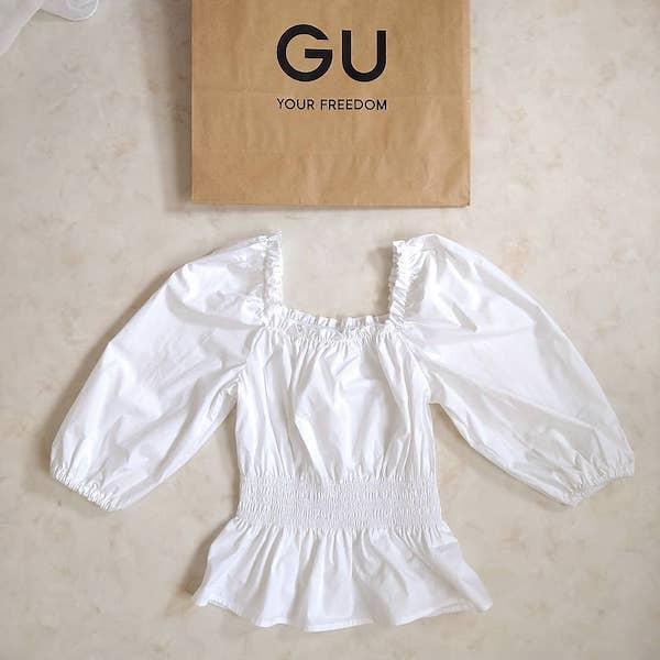 """華奢見えが叶う""""名品ブラウス""""を見つけた。GUの「ペプラムブラウス」は着るだけでスタイルアップ効果アリ?"""