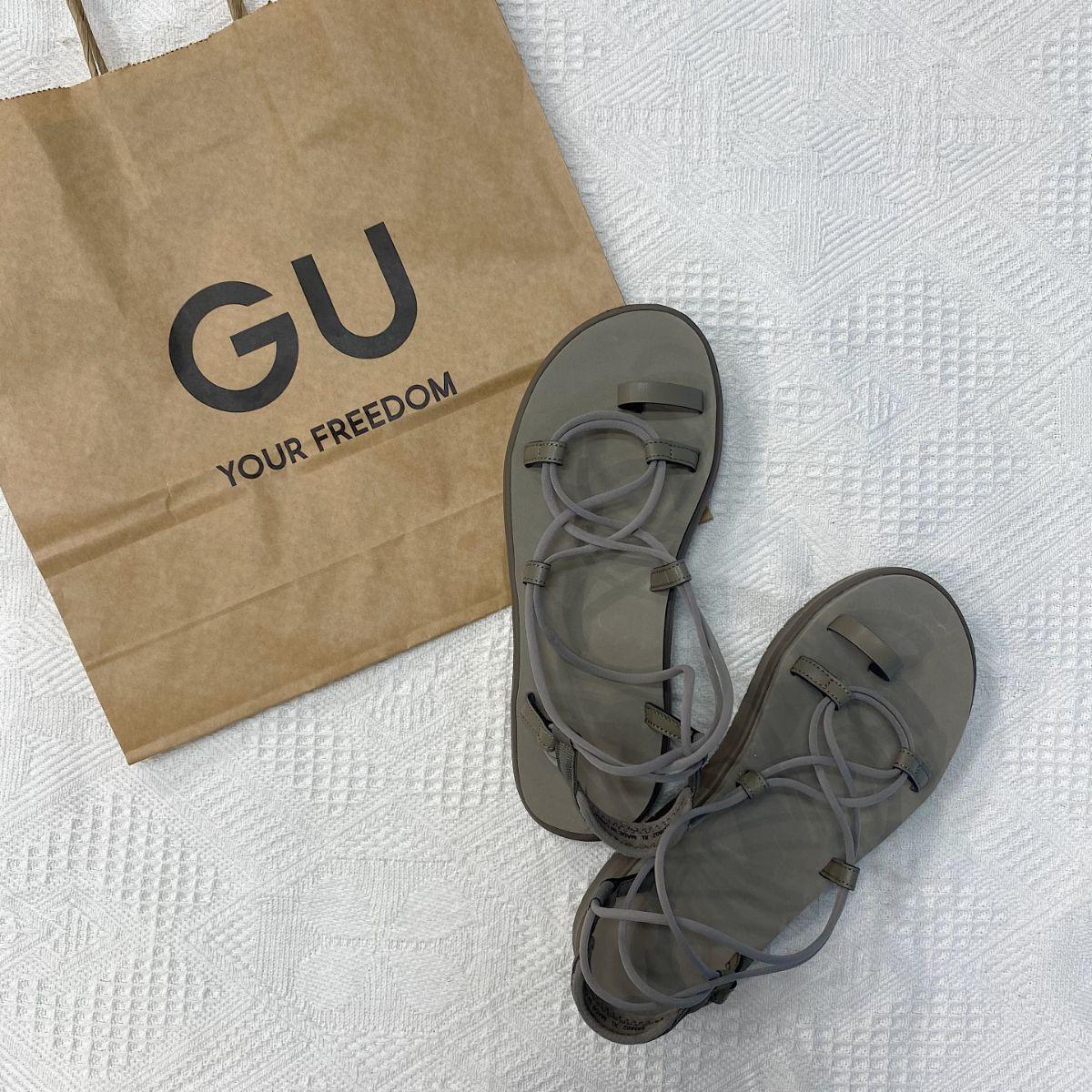 """【GUレポ】足の細見えが叶う""""ストラップサンダル""""が今キテる。きれいめに使える「スポサン」が見逃せません"""