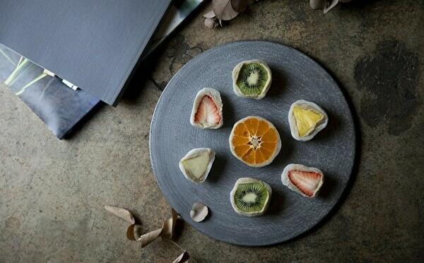 美断面のフルーツ大福が勢ぞろい。人気モンブラン店の姉妹店「栗歩といもこの芋栗本舗」が神戸元町にオープン