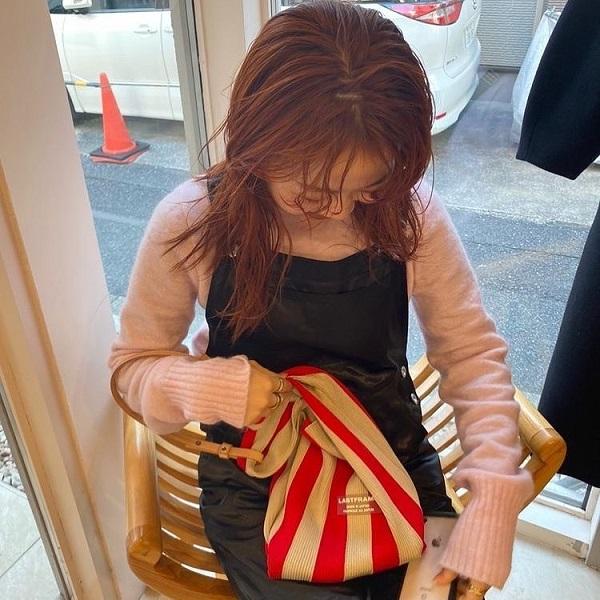 実はバッグが素敵なコーデの秘訣だったりする!おしゃれさんこそが知るハイセンスな「ニットバッグ」3選