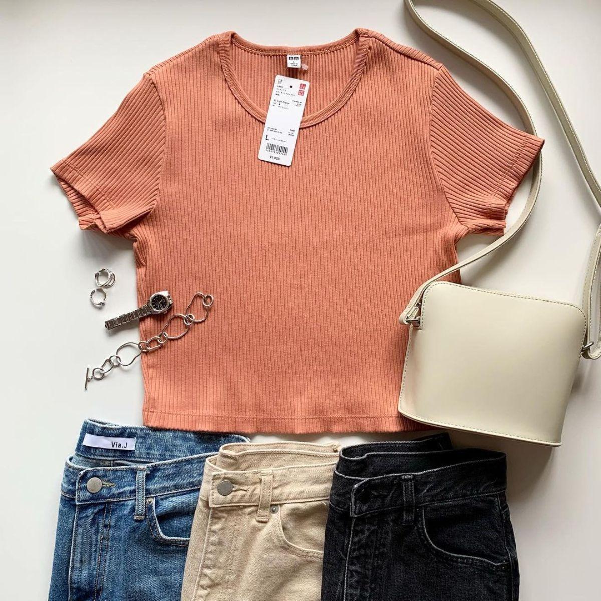 ユニクロで「Tシャツ」を買いたいけど種類が多くて分からない方へ。おしゃれなアイテム6つを比較しました