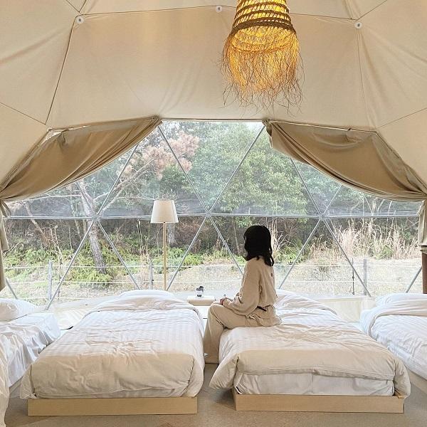 ドラマで注目の「グランピング」!自然に囲まれたおしゃれなテントに嬉しいサービスもある3スポットをご紹介
