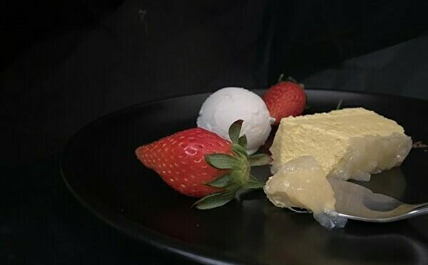 日曜日だけ数量限定でお目見え。次世代の味×食感が体験できちゃう「女王のチーズケーキ」が気になります