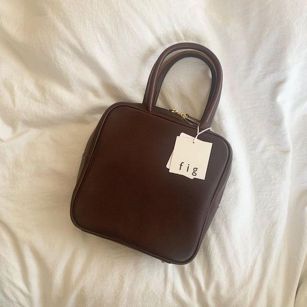 大人っぽさとかわいらしさが絶妙のバランス。おばあちゃんが持っていそうな「グランマバッグ」が今の気分なの