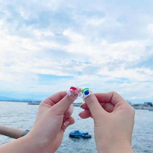青空に映える「ガラスの指輪」が神秘的。江ノ島にある200円のガチャガチャが今、一番気になるんです