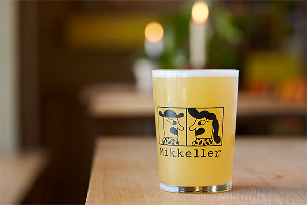 泡と共に、ストレスもシュワシュワ弾けそう。デンマーク生まれのしあわせビール「ミッケラー」を味わって