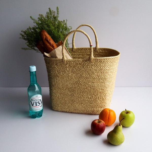 """素材作りから完成まで、全部が手作業のやさしいバッグ。遠いマダガスカルから""""手仕事のあたたかさ""""がやってきた"""