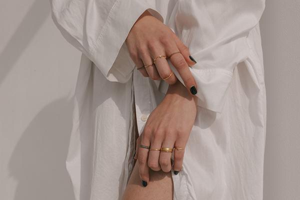 コーデがもっと楽しくなる!重ねるほどかわいさが増す「ARTIDA OUD」のリングで自分らしい手元を