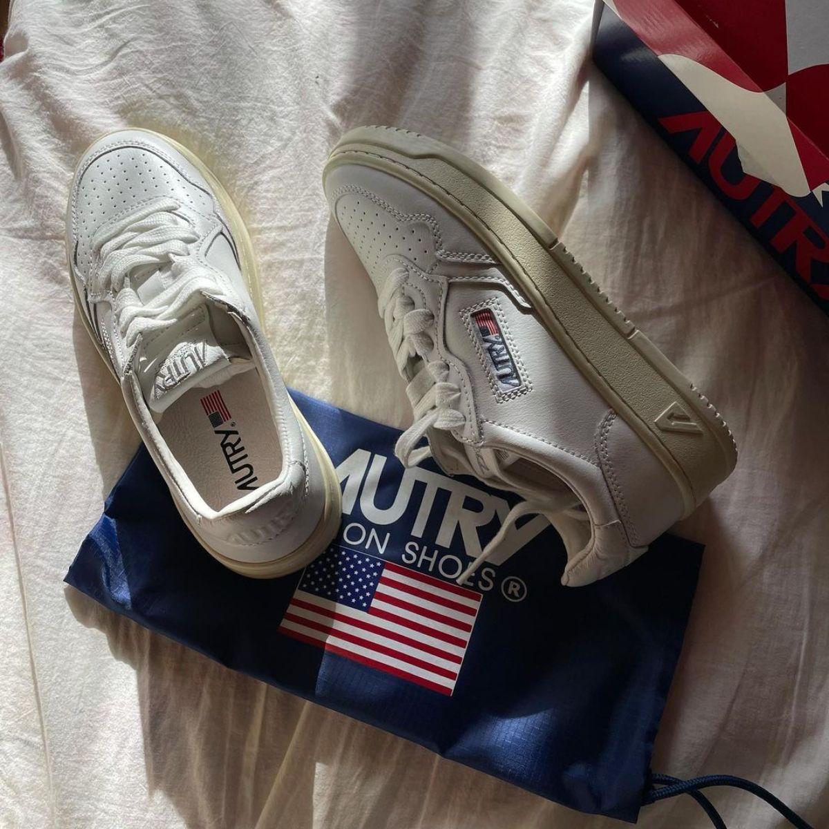 """「それどこの?」って聞きたくなるかわいさ。アメリカ国旗のロゴがおしゃれな""""Autry""""のスニーカーに注目です"""