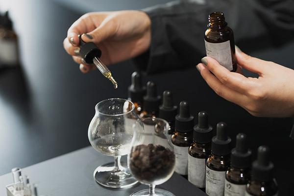 好みの香りを自分の手で調香。OSAJIによるホームフレグランス調香専門店「kako(家香)」が蔵前にオープン