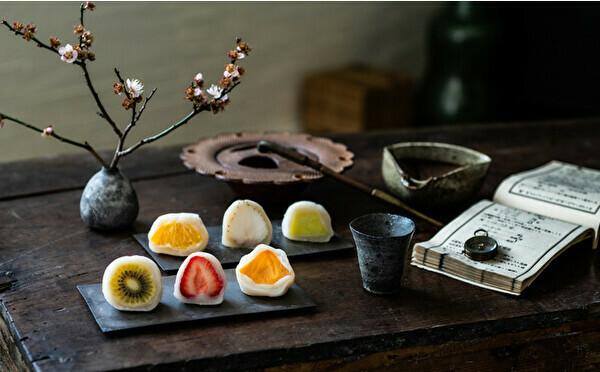 夏の新作は南国フルーツが主役。丸ごと果実のアートな大福専門店「弁才天」の新店舗が全国に続々オープンします