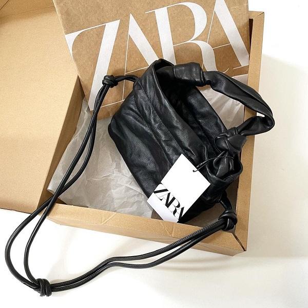ZARAの「レザー巾着バッグ」は使い心地抜群。高見え度100%のバッグは売り切れる前にGETしたい!