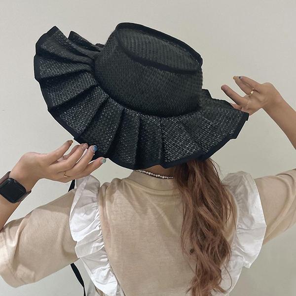 後ろ姿までおしゃれに決まる帽子って?おしゃれさんが愛用する「Casselini」のプリーツハットが気になる!