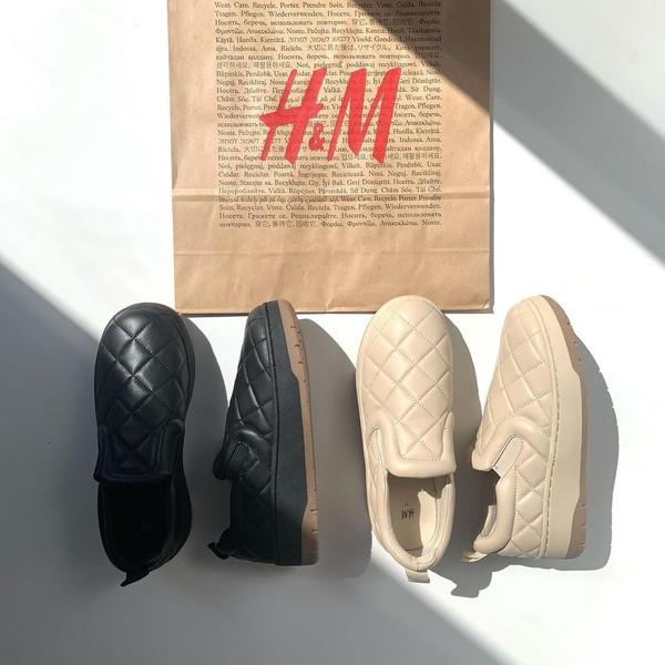 【H&M】このぷっくり感がたまりません…!じわじわ人気を集めているキルティングスリッポンは今すぐチェック