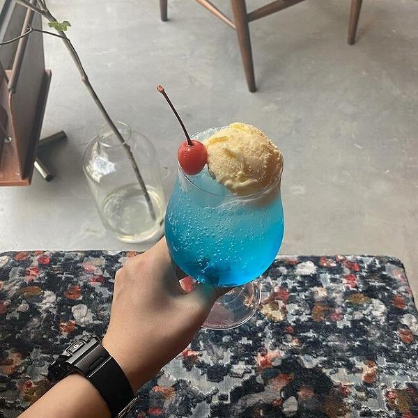 天気で色が変わるなんてエモすぎない?気分屋さんなクリームソーダが飲める池尻大橋のカフェ「drip」