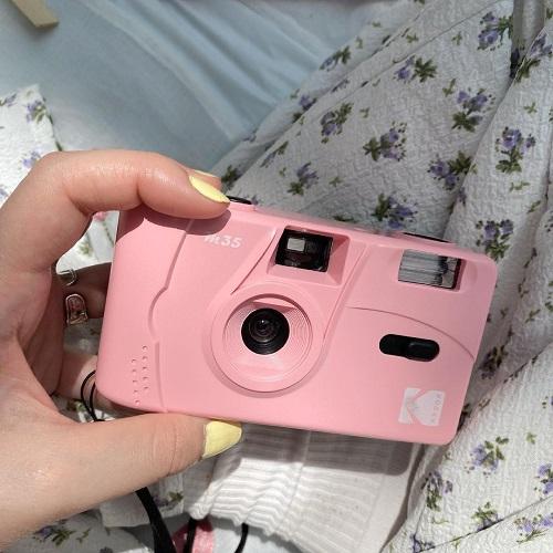 人気なのはあっちだけど、私はこのワンカラーのデザインの方が好き。「Kodak M35」に心を射抜かれました