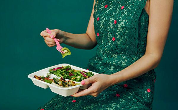 おしゃれなサラダ×豊富なドレッシングをデリバリーで。渋谷にオープンした「ドレスとサラダ」が気になります