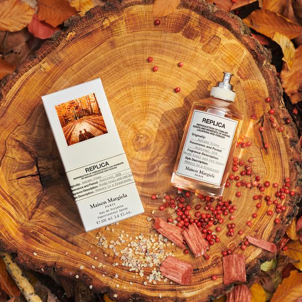 """まるで""""森林の紅葉""""。マルジェラ「レプリカ」に、ウッディースパイシーな秋の香り 「オータム バイブス」が登場"""