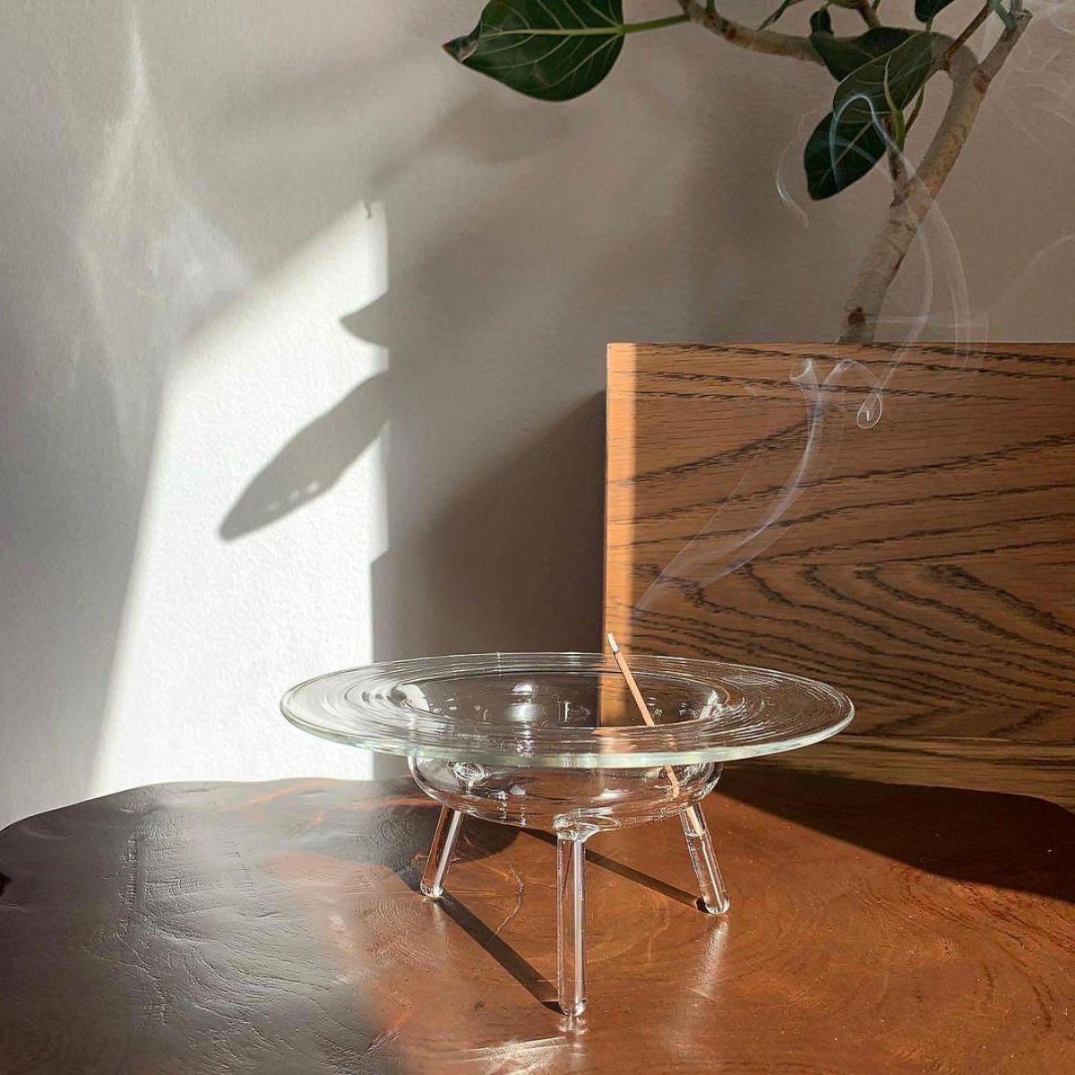 """ツウは「お香立て」までこだわるのがお約束。ため息が出るほど美しい""""clear b""""のガラスデザインで特別な時間を"""