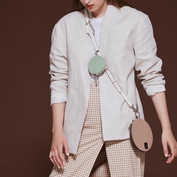 スマホケースだって、ファッションみたいに楽しみたい。ajewの新作ショルダーストラップに注目です