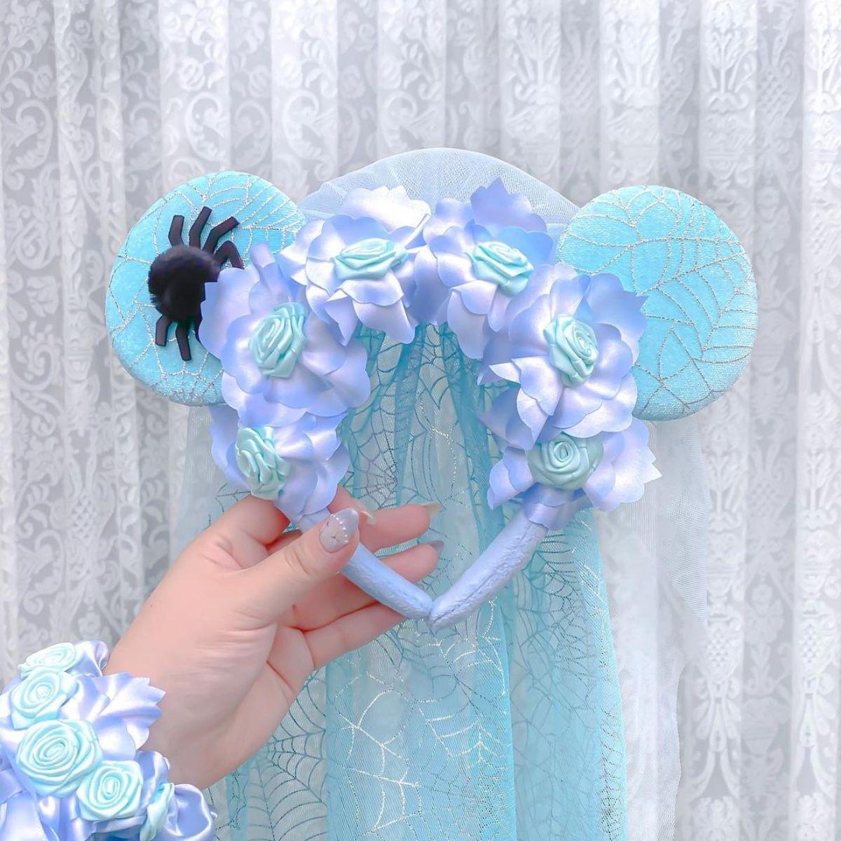【ディズニー】鮮やかなブルーの「花嫁カチューシャ」は今年だけ!かわいすぎるデザインは逃したら後悔しそう