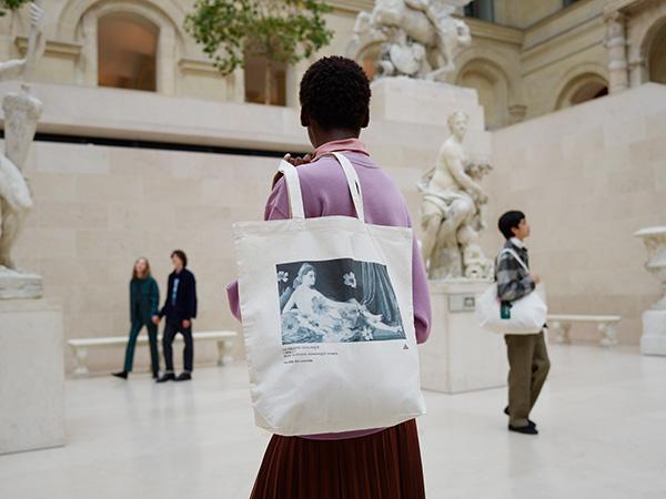 """芸術の秋は 「ルーヴル美術館」のアートを身に纏って。UT""""2021年秋冬コレクション""""が9月下旬より登場です"""
